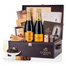 Geschenkkorb von Godiva und Veuve Clicquot