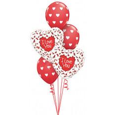 Rote und weiße Herzen lieben Blumenstrauß