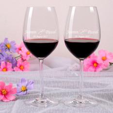 2 eingravierte Weingläser mit Herzen und Rosen für die Hochzeit