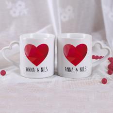Wenige Tassen mit Herz Henkel, Name und Polygon Herz