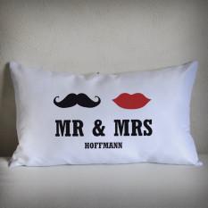 Mr & Mrs Lounge Kissen mit Nachnamen, 70 x 40 cm