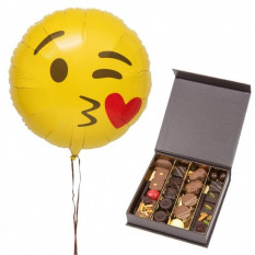 Balloon And Chocolates Kisses (25 NUMBER OF CHOCOLATES)